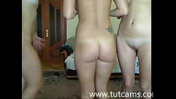 mulheres transando em frente a webcam ao vivo para todo mundo ver