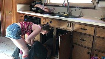porno mineiro loira magrinha fodendo com seu primo na cozinha