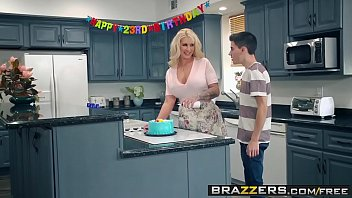 samba porno coroa safada fazendo dupla penetração com amigos do filho