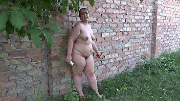 videos de pono loira gordinha se exibindo pelada no quintal