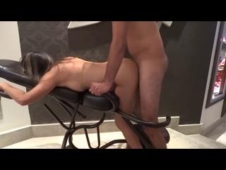 gostosa transando gostoso na cadeira erótica do motel