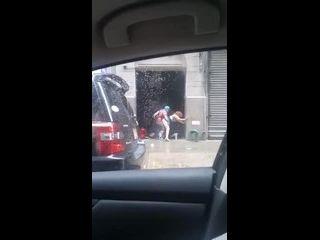 sexo com empregada novinha sendo flagrada fodendo em público