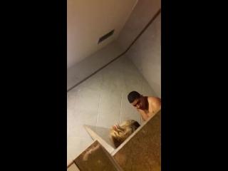 boafodacom loira tesuda dando a pepeca quente dentro do banheiro