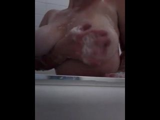 brasileiras nuas peituda mostrando os peitos grandes no banho