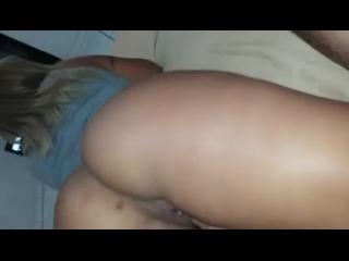 novinha redtube ficou nua deixando o macho mexer na buceta dela