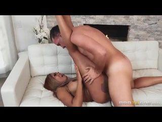 xvidio brasil mulata rabuda cavalgando e fodendo no sofá
