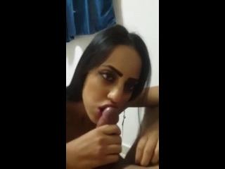 brasileira chupando a piroca grossa do marmanjo taradão