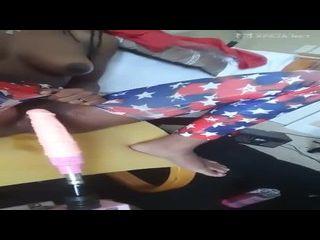 giovanna bombom gozando com um pau eletrônico na buceta