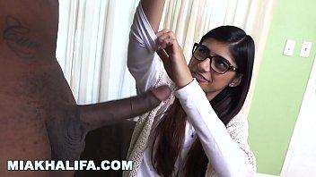 Mia Khalifa fazendo sexo bem gostoso de ladinho e de quatro