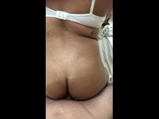 sexo quente anal onde a morena ficou de quatro rebolando gostoso