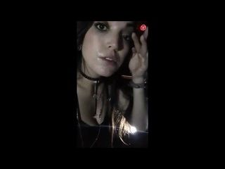 brasileira rabuda mamando o pau de um desconhecido na cabine do sexo