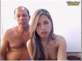 comendo traveco fodendo a namorada safada ao vivo na webcam