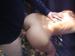 namoradinha gostosa dando uma trepada rapidinha no meio da viagem