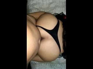 rabuda sexo com calcinha preta de lado e piroca entrando na xota