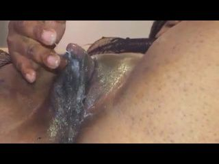 russas gostosas negra greluda excitada batendo siririca com gosto