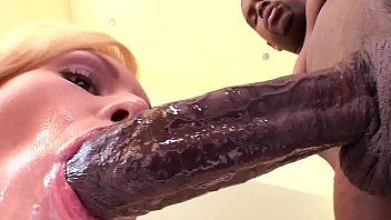 Sexo brasil a loira quer muita piroca na buceta depois de chupar o negão