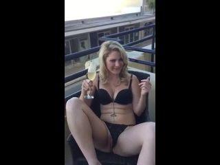 sexo x videos coroa casada acariciando a buceta na frente do corno