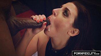 Vidio sexo grátis da mulher chupando pica preta enquanto o marido olha