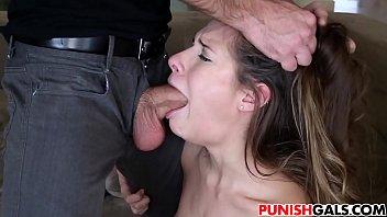 Fazendo sexo a força a deixou com tesão pra chupar bem essa pica dele