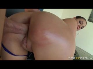 morena gostosa fazendo sexo anal pela primeira vez e adorando