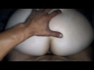 novinha gostosa fazendo sexo com o colega sentando forte no pau dele