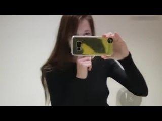 redituby novinha magrinha se masturbando dentro do banheiro