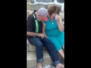 video sexo samba com velha chupando pau do velho no escadão
