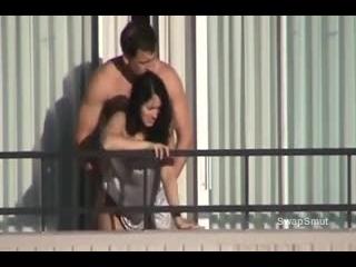vizinha fudendo logo cedo na varanda do apartamento com macho tarado