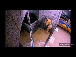 xideos com loira do BigBrother lavando a buceta ao vivo