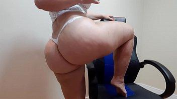 baixa vidio de sexo tia loira gostosa nua rebolando na webcam