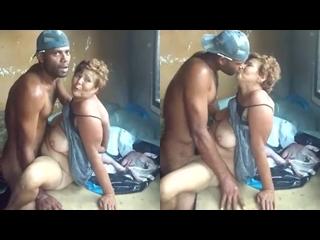 coroa video de sexo caseiro da tarada dando para novinho pirocudo
