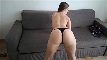 fudendo loira gostosa enquanto ela se exibe em cena de porno caseiro