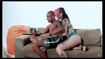 ruiva rabuda transando forte com seu namorado sortudo no sofá
