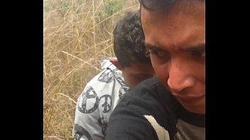 tranza gay sem compromisso em video amador no meio do mato
