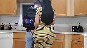 video sexo grates sobrinho sortudo fodendo a tia crente na cozinha