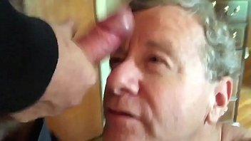 videos gay x de velho tarado chupando pau até sair leitinho