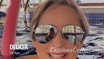 xvideos camera caseira loira casada se exibindo nua dentro da piscina