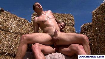 homens gay transando na fazenda ao ar livre cheios de taras