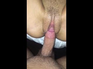 porn galore tarada apertando os peitos enquanto fode dando buceta