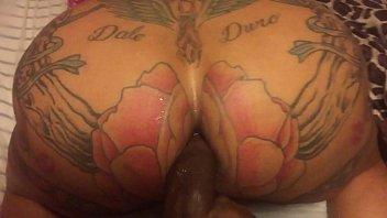 srxo gay gostoso da bunda tatuada dando rodela apertadinha