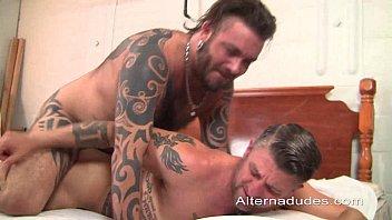 xvideo gay gratis macho tatuado socando piroca no cu do tiozão