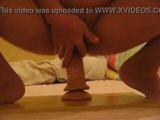 videos de lebicas safada bucetuda sentando em cima do consolo duro