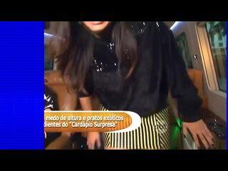 videos de sexo tumblr Anitta de saia curta mostrando calcinha