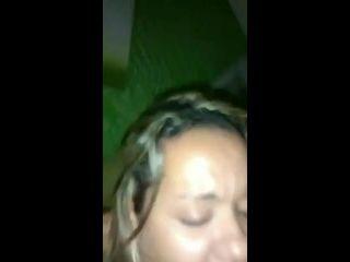 comendo a novinha brasileira metendo a vara dentro do cu gostoso dela