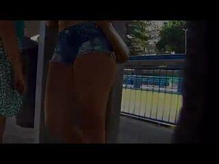 xvideos no brasil morena mostrando o capô de fusca no ponto de ônibus